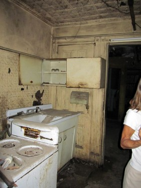 Disgusting old kitchen in Harlem townhouse wreck