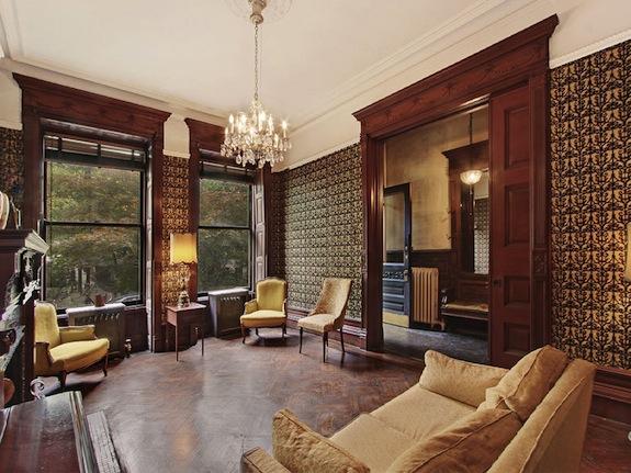 319 Convent living room