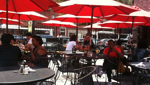 The patio at Harlem Tavern