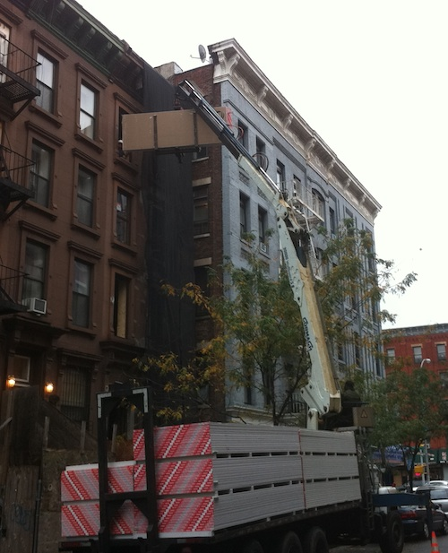 Sheetrock gets delivered to 5 story brownstone with crane truck